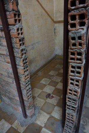 Een van de vele cellen in S-21